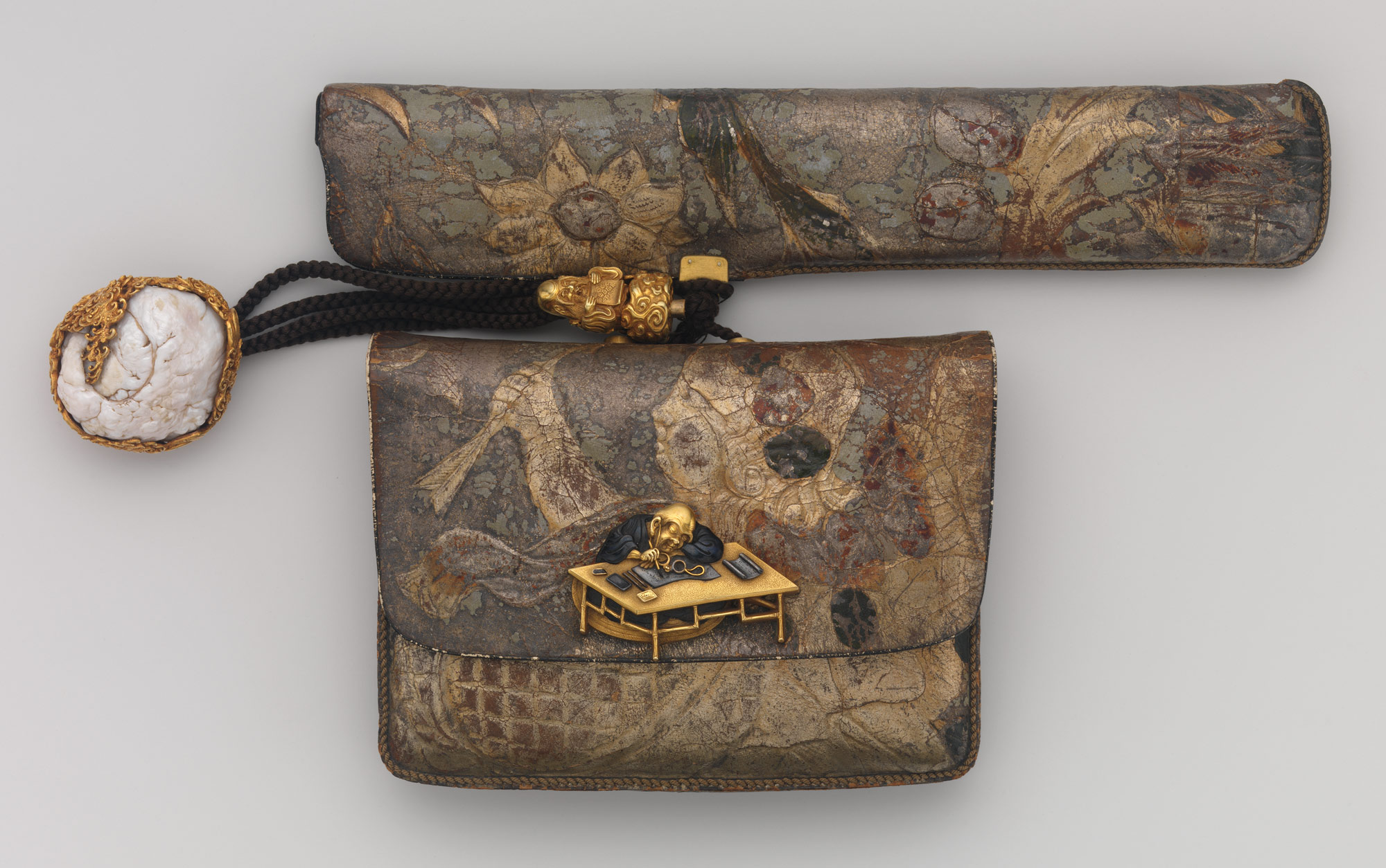 Tobacco Pouch and Pipe with Netsuke of Freshwater Pearl in Gold Mount