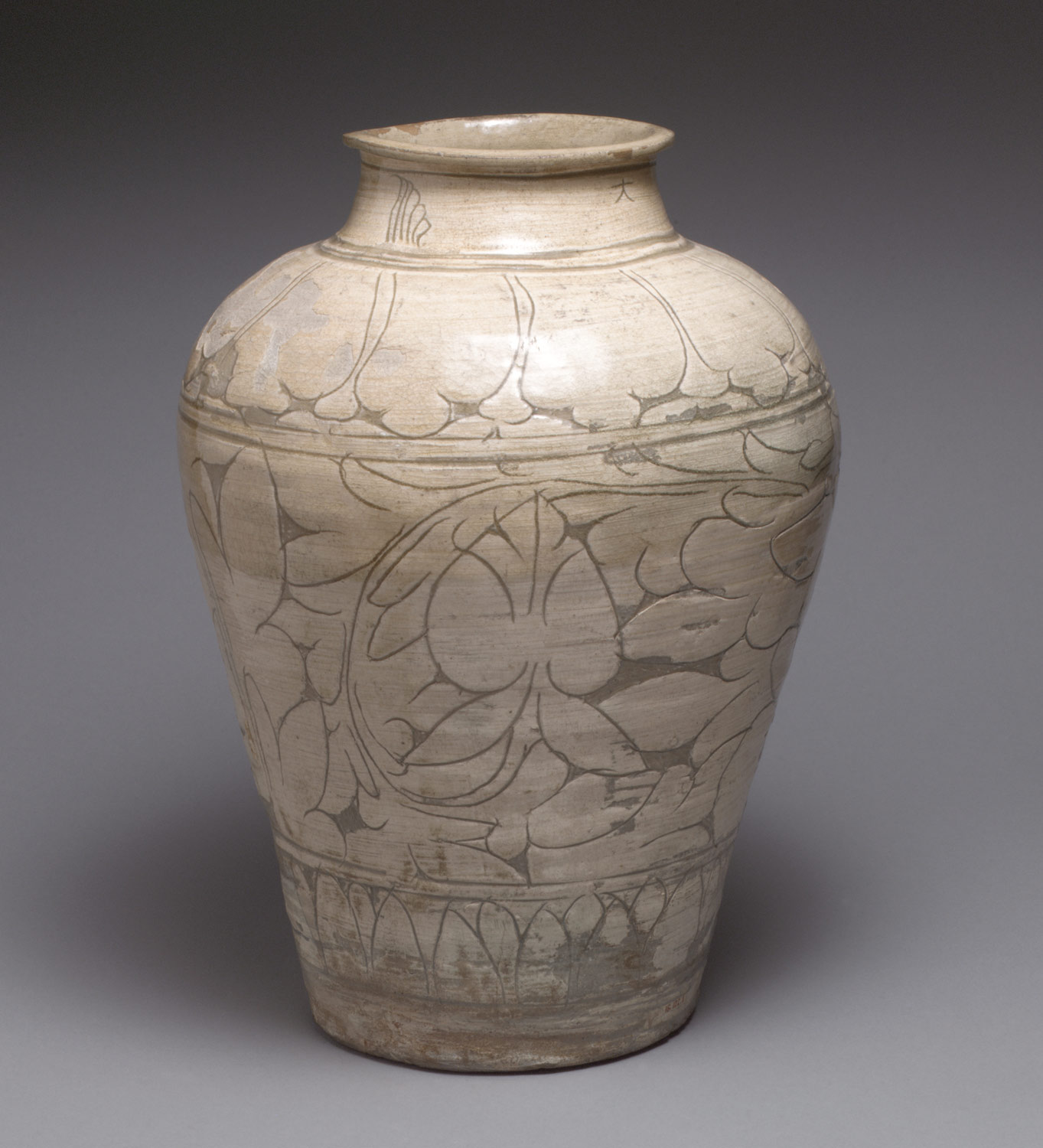 Large jar with peony decoration