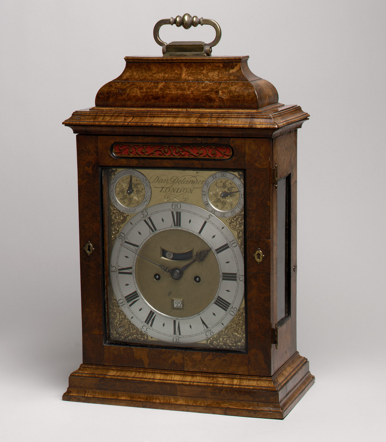 Table or bracket clock with calendar