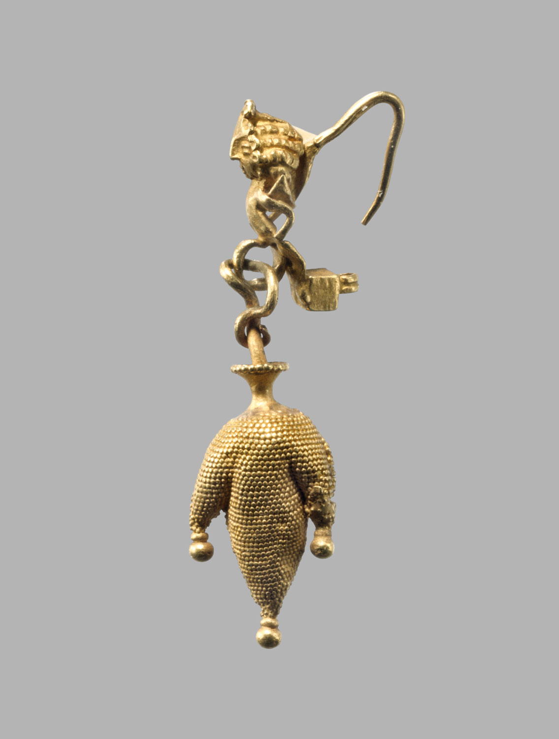 Earring in the form of a three-lobed wineskin