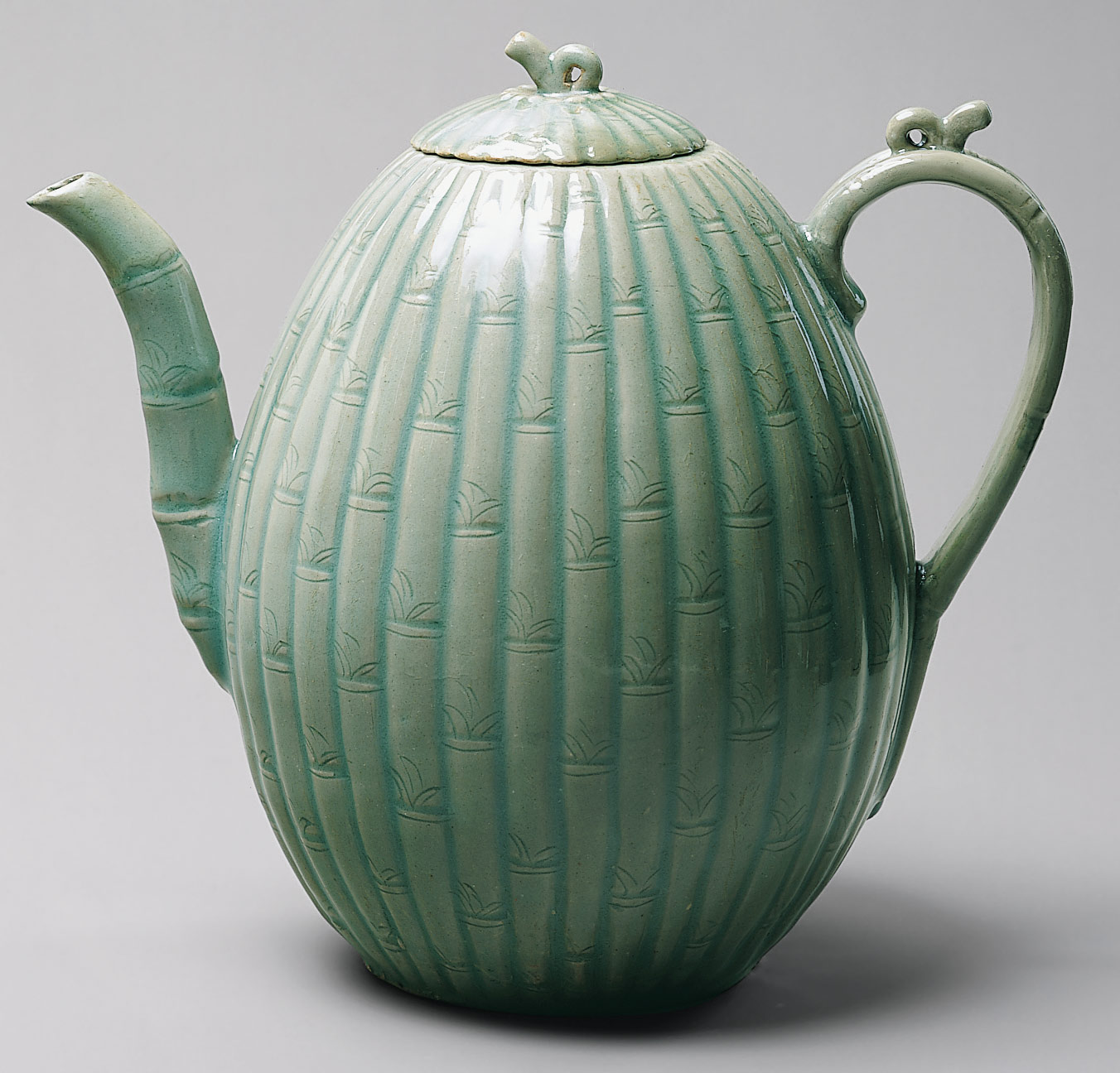 Melon-shaped ewer with bamboo decoration