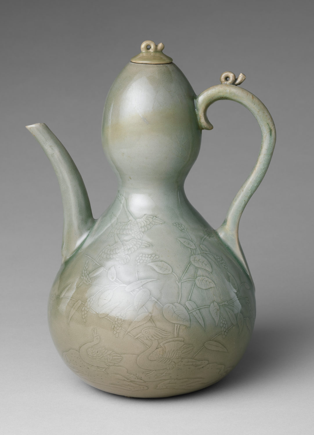 Gourd-shaped ewer with decoration of waterfowl and reeds