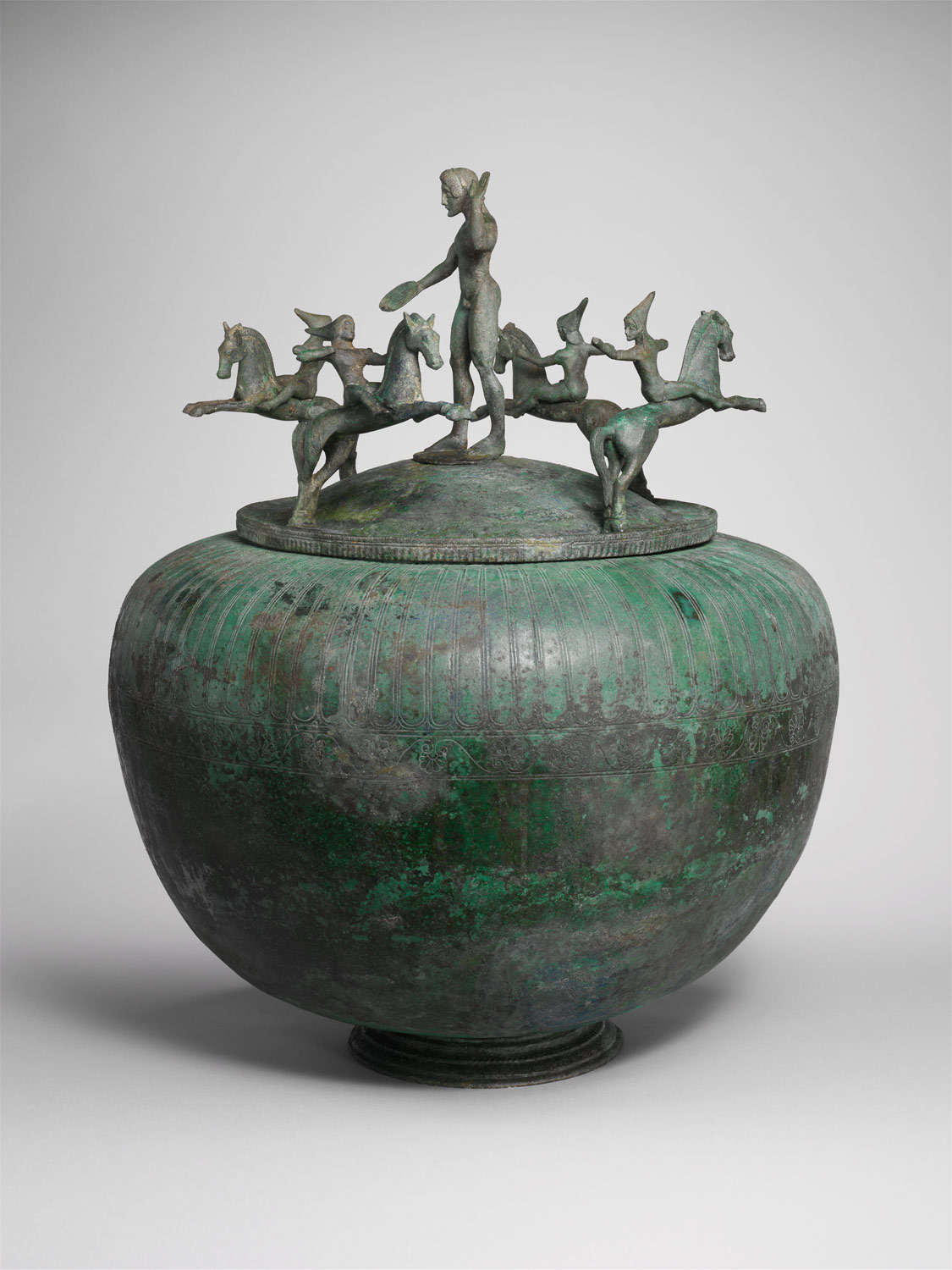 Bronze cinerary urn with lid