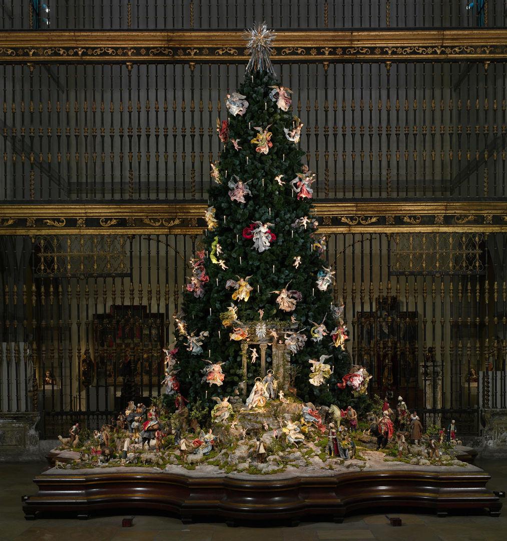 christmas tree and neapolitan baroque crche the metropolitan museum of art - The Christmas Tree