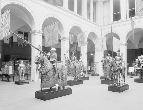 The Armor Hall of the Metropolitan Museum of Art as installed by Dean in 1915 (photographed in 1921)