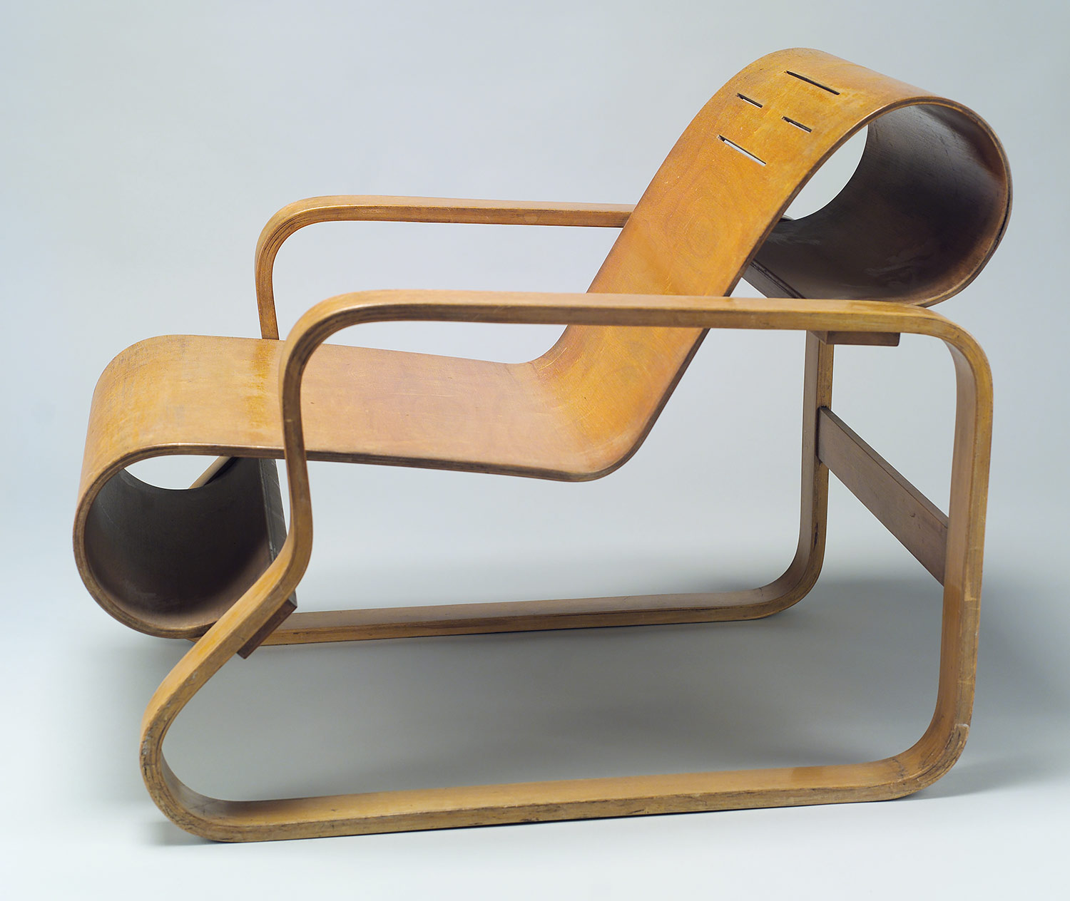 Alvar Aalto: Model No. 41 lounge chair