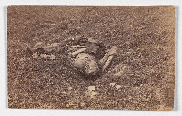 photography and the civil war essay heilbrunn  confederate ier on the battlefield at antietam