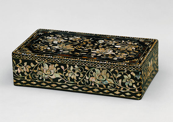 Clothing box with decoration of peony scrolls