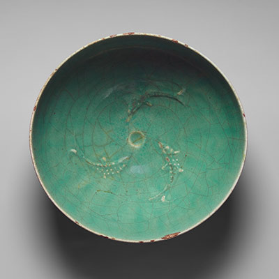 Bowl with three fish