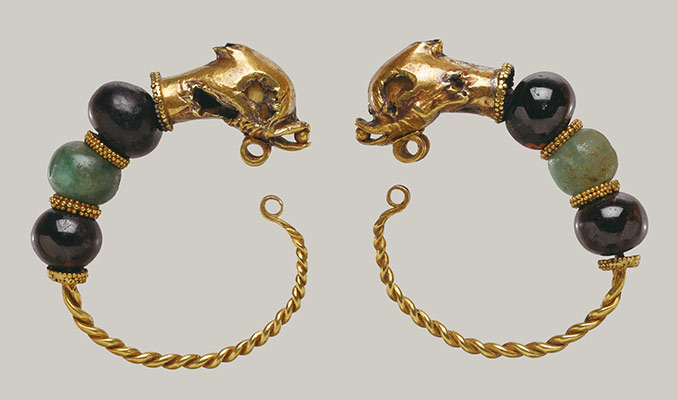 Gold, beryl, and garnet earring with head of a dolphin
