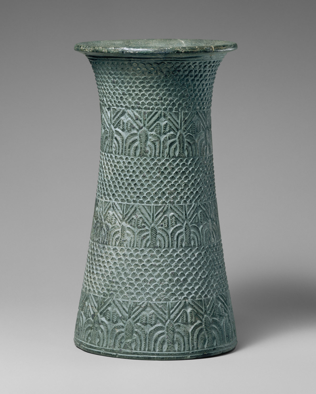Vase with overlapping pattern and three bands of palm trees
