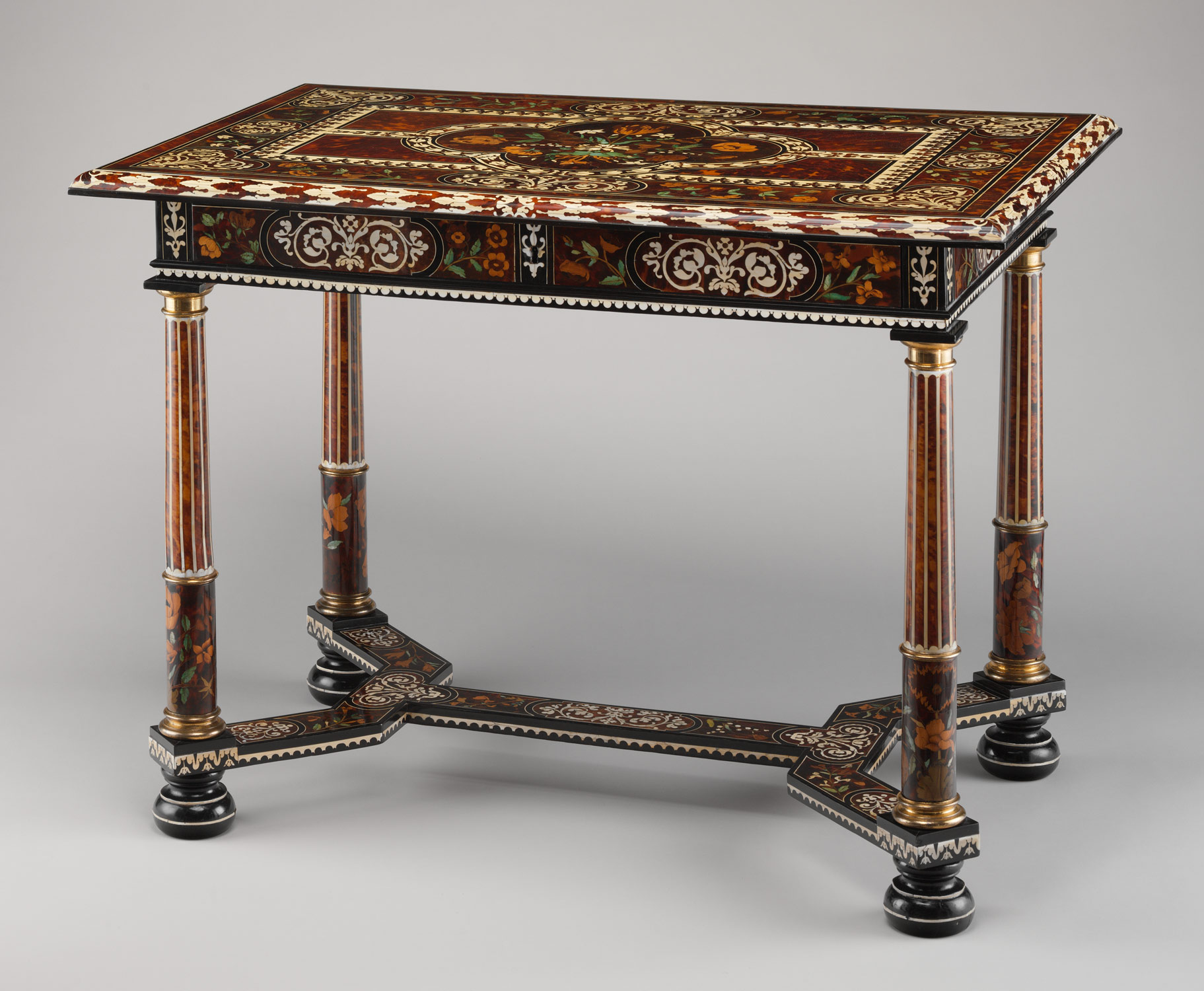 furnishings during the reign of louis xiv essay table