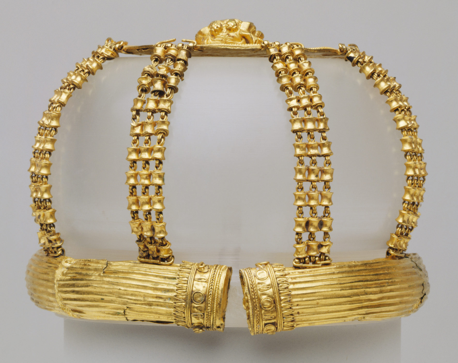 Gold openwork hairnet with medallion