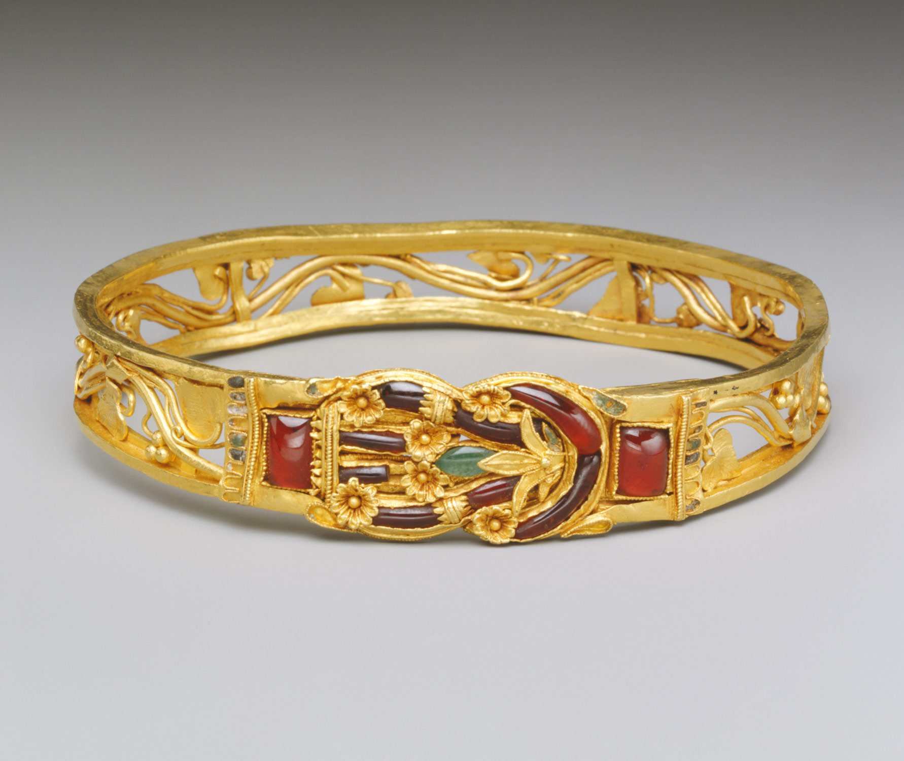 Gold armband with Herakles knot Work of Art Heilbrunn Timeline