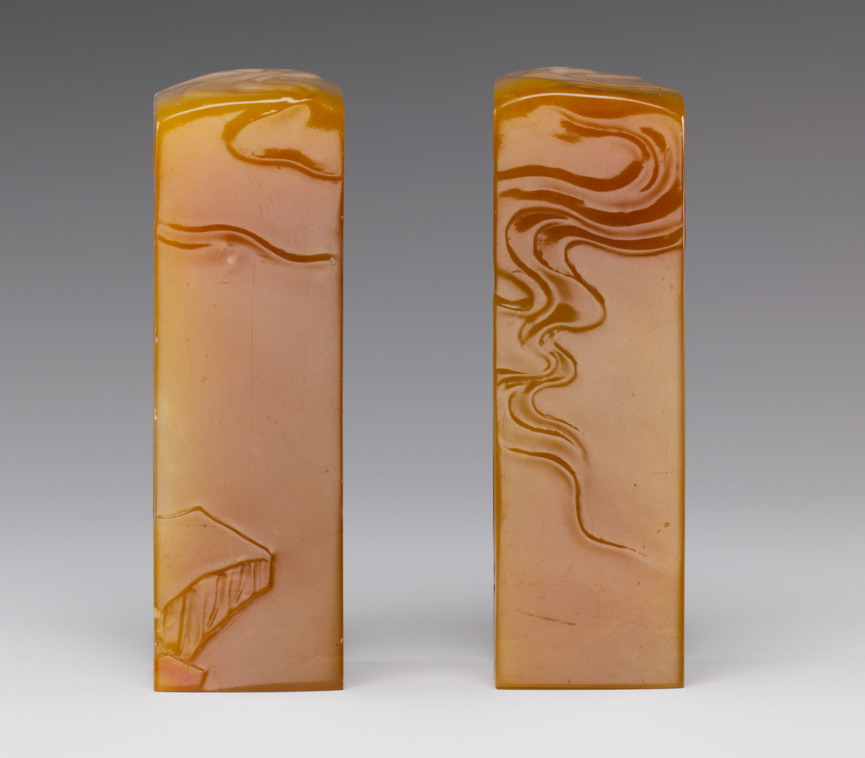 Pair of square seals with cloud and rock pattern