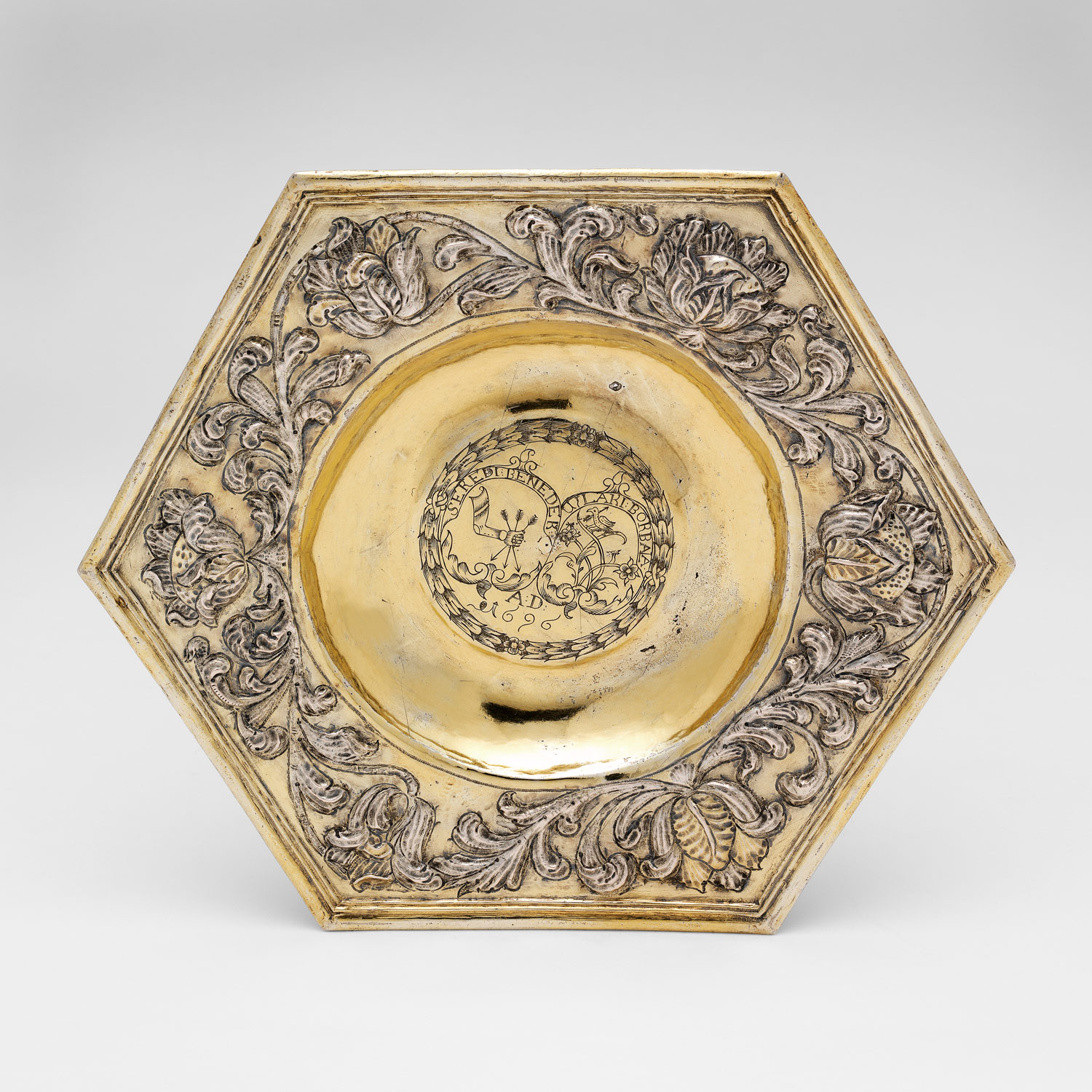 Hexagonal dish