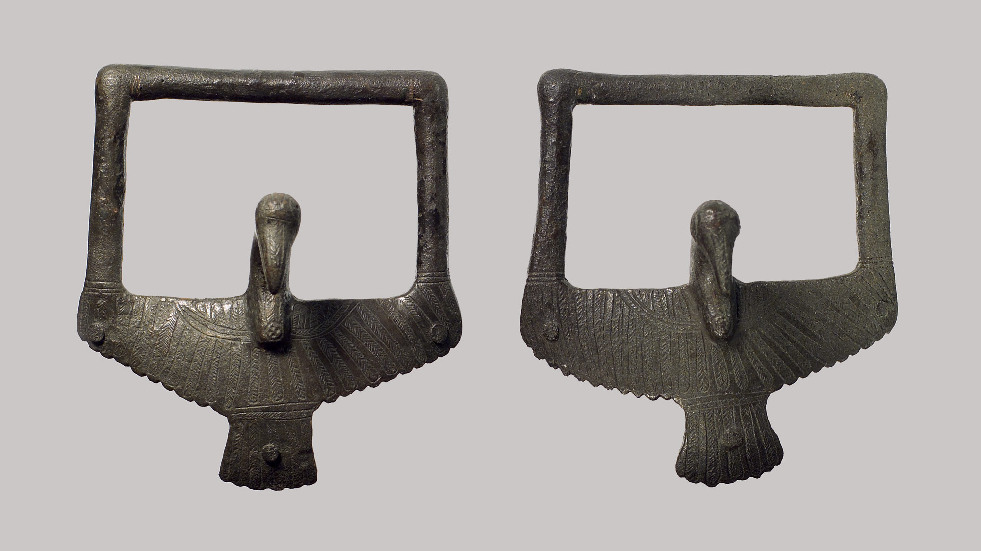 Bird handles from a bowl or basin