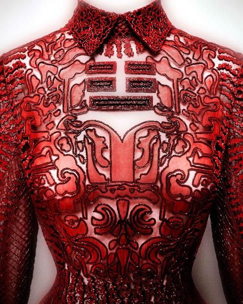 http://www.metmuseum.org/~/media/Images/Exhibitions/2015/China%20Looking%20Glass/03EveningDressValentinoShanghai2013.jpg